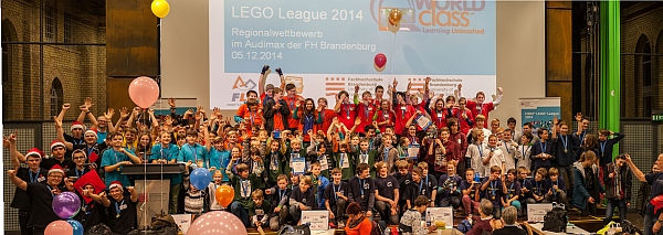 Gruppenfoto der Teams der LEGO League 2014 in Brandenburg