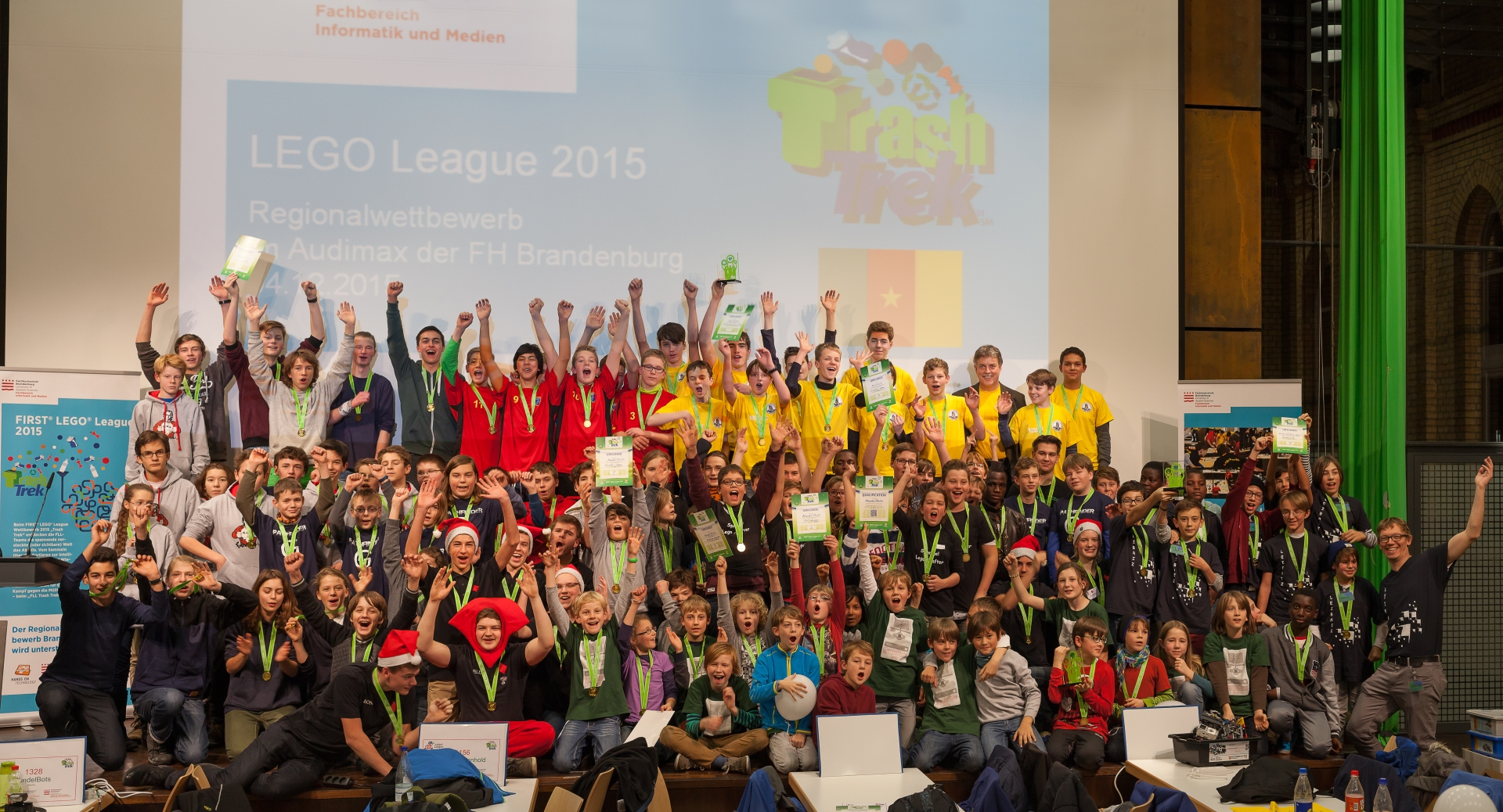Gruppenfoto der Teams der LEGO League 2015 in Brandenburg